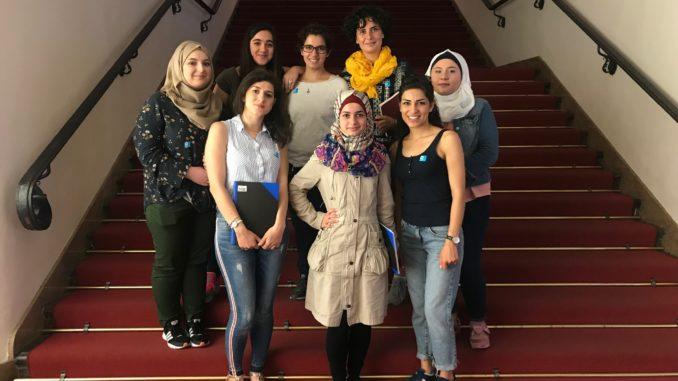 Die Teilnehmerinnen des Schreib-Workshops. Foto: Hannah Newbery